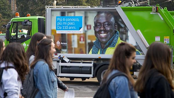 Campagna Amsa 110 anni su macchina spazzatrice stradale