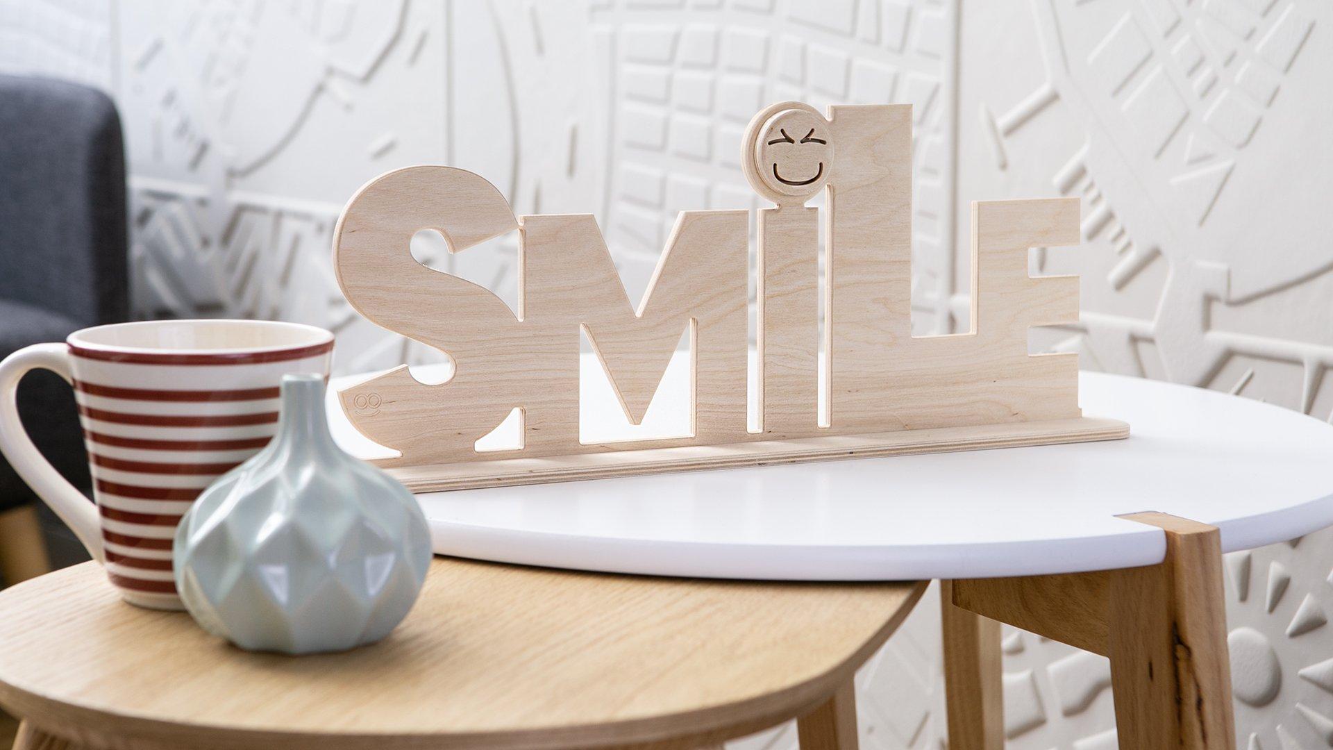 Prodotto in legno Scritta Smile